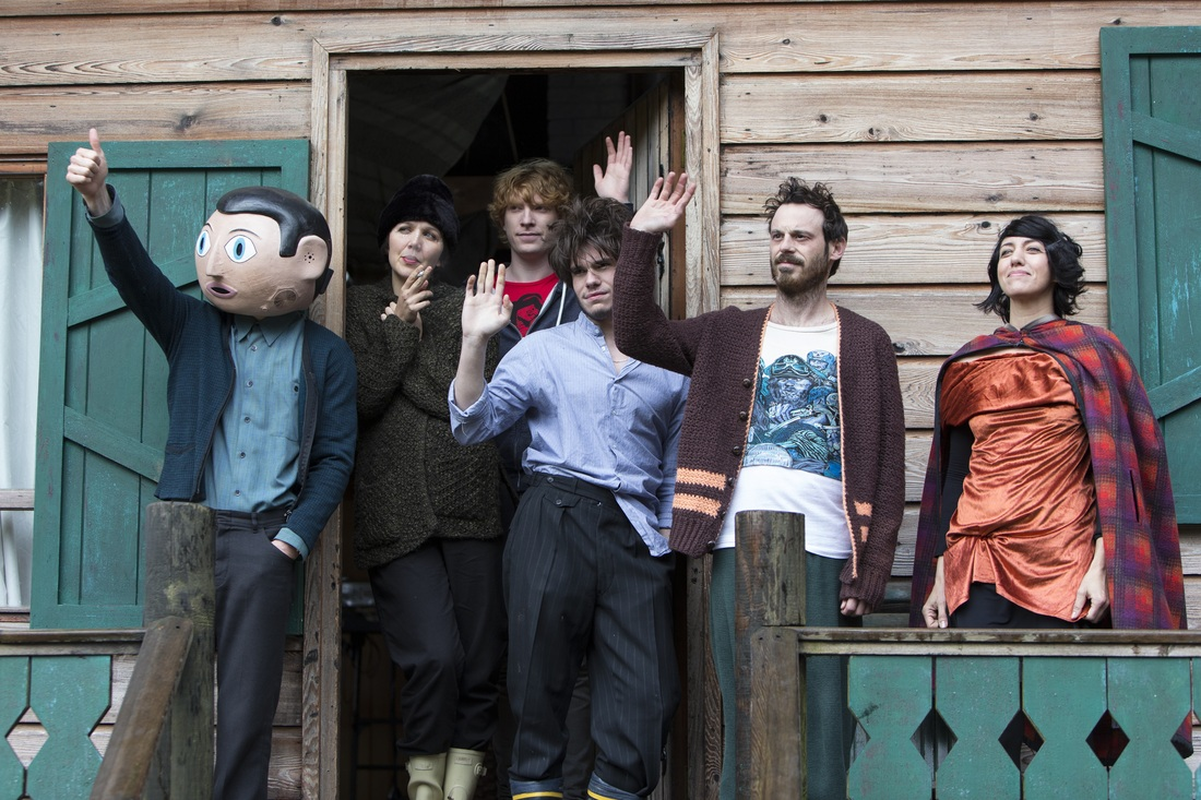 Frank - Michael Fassbender - Scoot McNairy - Maggie Gyllenhaal - Domhnall Gleeson - Francois Civil - Carla Azar